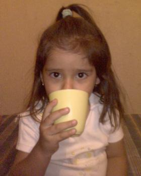 Tomando el té para curar la diarrea